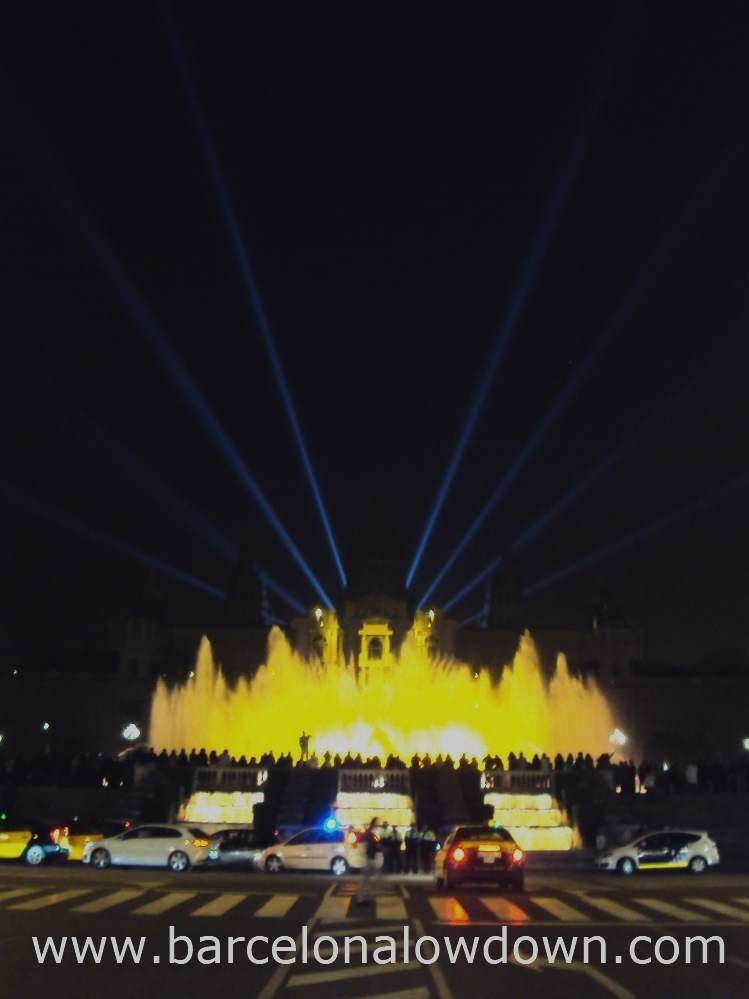 The magic fountain and MNAC museum lit up at night