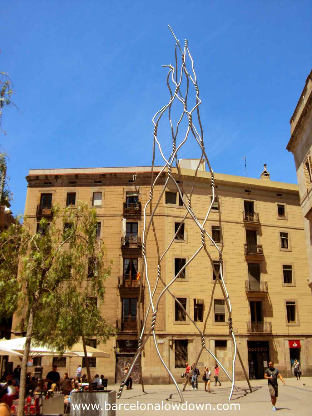 The giant chickenwire statue in Barcelona's Gothic Quarter