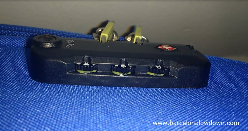 de-coding the TSA approved lock on my blue American Tourister suitcase
