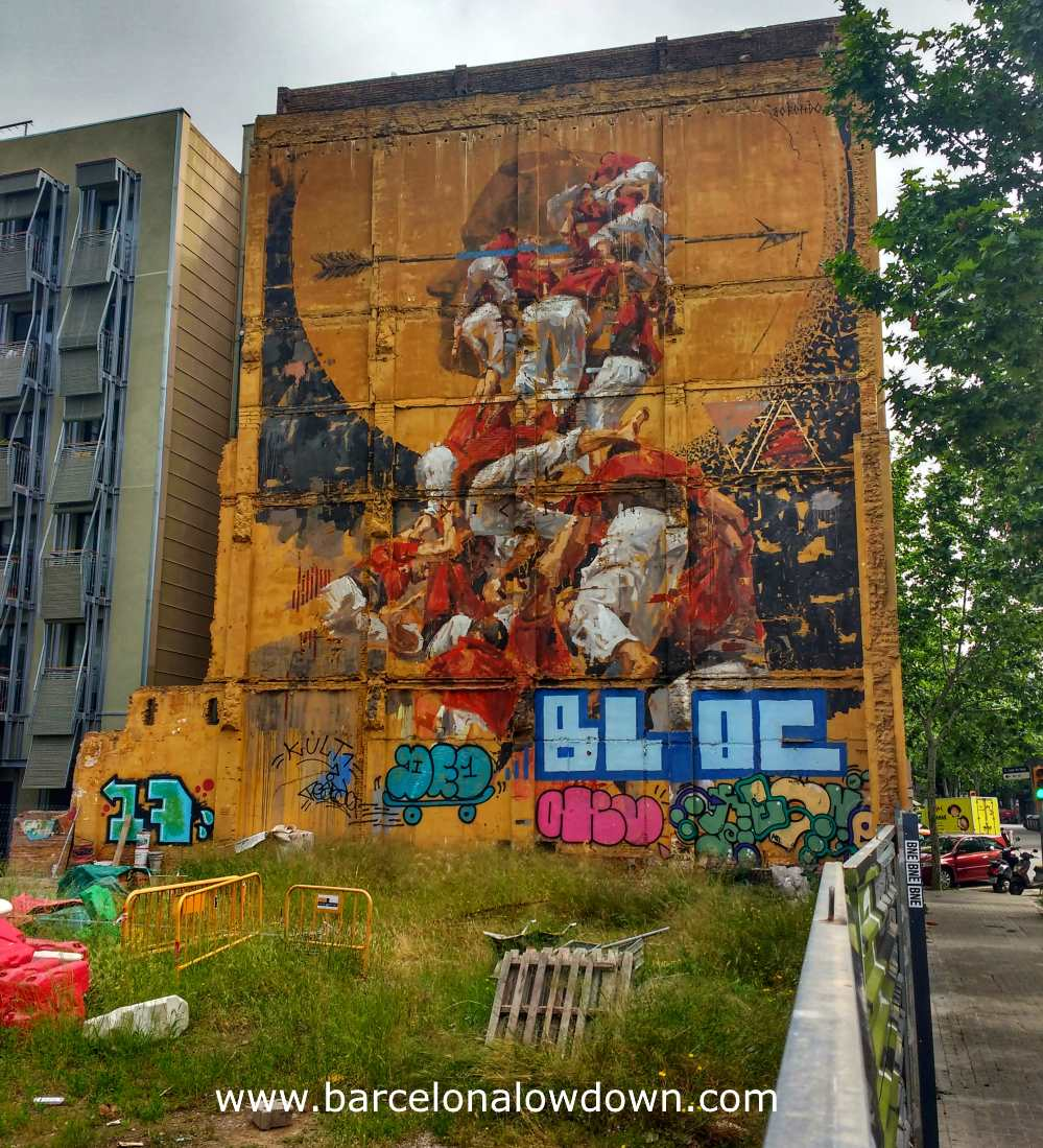 The castellers human towers mural Fer Llenya painted by Borondo in 2015
