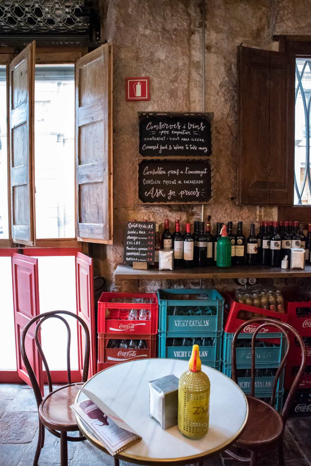 A small bar in Barcelona - Photo by Ben Holbrook